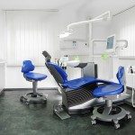 Behandlungszimmer der Zahnarztpraxis Dr. Treuheit Roßtal