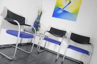 Wartebereich Zahnarztpraxis Dr. Treuheit Roßtal