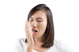 Mundgeruch - nicht immer mangelnde Zahnpflege als Ursache | Quelle: © 361386569 Tharakorn shutterstock.com