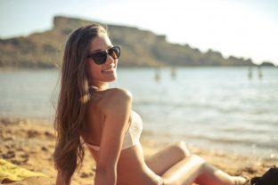 Lachend den Urlaub genießen: Zahncheck vor den Sommerferien – Prophylaxe | Zahnarzt Roßtal